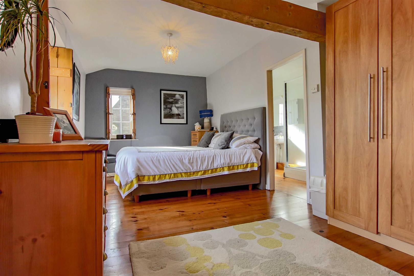 4 Bedroom Detached House For Sale - p033686_06.jpg